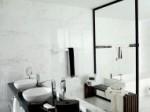 Łazienka w kolorze białym i czarnym